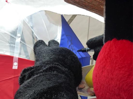 傘にサイン