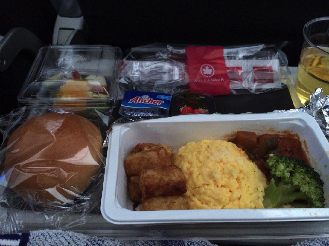 エア・カナダ機内食朝食オムレツ