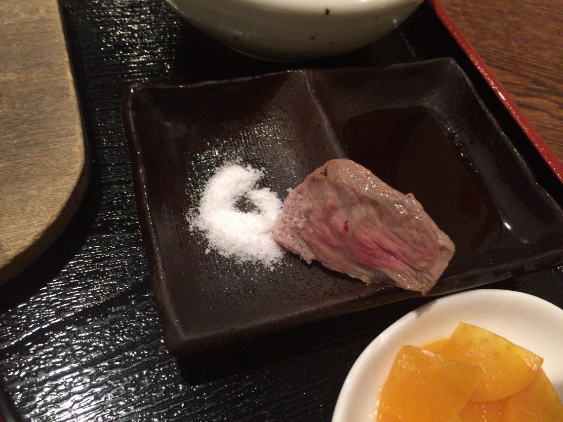 和牛を塩で