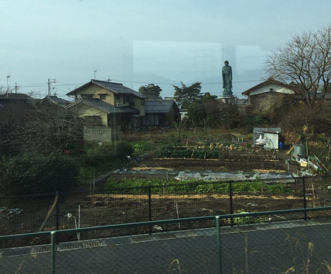 琵琶湖に大仏