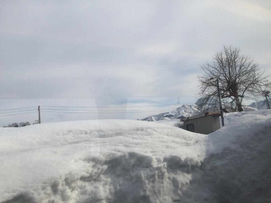 雪で山が見えない