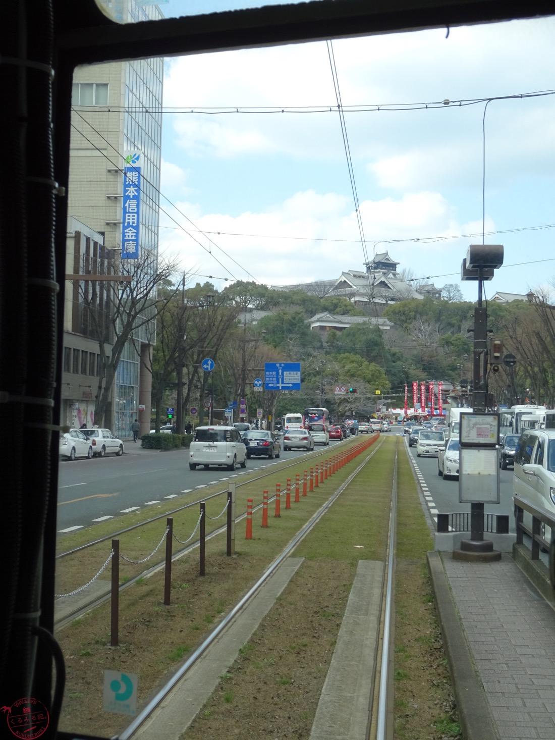 市電から熊本城を望む
